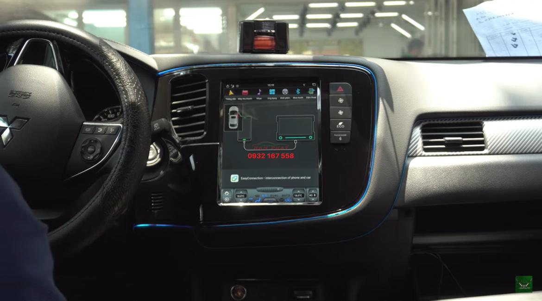 Màn hình Tesla cho Mitsubishi Outlander
