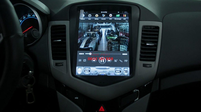 Màn hình Tesla cho Chevrolet Cruze
